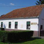 A göllei Fekete István Emlékház, ami 2011-ig egy állandó Rácz Vali kiállításnak is helyet adott.