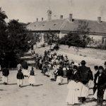 A göllei iskola a Templom tér felső oldalán 1910-es évek
